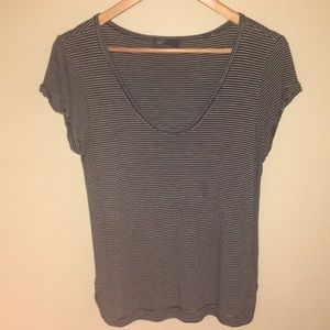 Gap loose fit tee with spilt hem- Navy and White